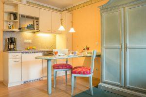 Appartements auf der Insel Rügen im Ostseebad Baabe – Küchenzeile in der Villa Hanseatic