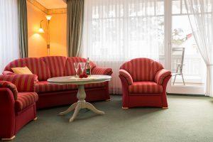 Ostseebad Baabe auf der Insel Rügen – Wohnzimmer der Unterkunft im Apartmenthaus Hanseatic auf Mönchgut