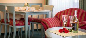 Ferienwohnung im Ostseebad Baabe auf der Insel Rügen – Wohnzimmer im 2-Raum-Appartement vom Hanseatic