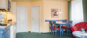 Fewo auf der Insel Rügen im Ostseebad Baabe – Zimmer im Appartementhaus Hanseatic