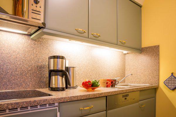 Küche in der Rügen-Fewo vom Apartmenthaus Hanseatic im Ostseebad Baabe