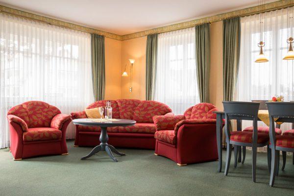 Rügen-Fewos im Ostseebad Baabe – Wohnzimmer im Ferienhaus Hanseatic
