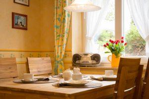 Urlaub im Ostseebad Baabe auf der Insel Rügen – Zimmer der Ferienwohnung im Apartmenthaus Hanseatic