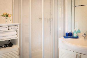 Ferienwohnungen im Ostseebad Baabe auf der Insel Rügen – Badezimmer im Apartmenthaus Hanseatic
