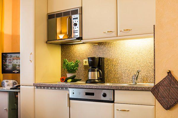 Rügen-Fewo im Ostseebad Baabe – Küche im Apartmenthaus Hanseatic